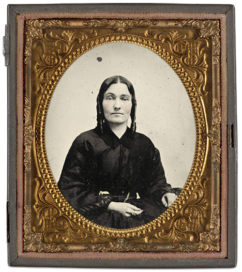 Sarah A. Dasher Wisenbaker. Sixth-plate ambrotype by an anonymous photographer. The Liljenquist Family Collection at the Library of Congress.