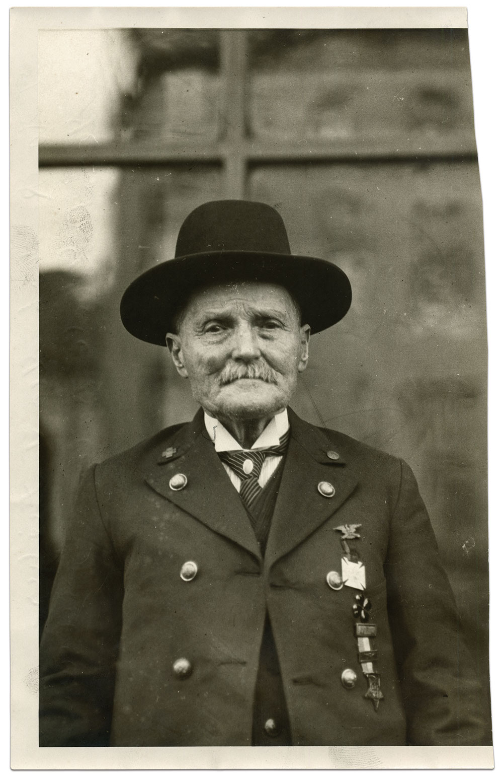 Capt. Fisher in Baltimore at a meeting of the Grand Army of the Republic, Department of Maryland, in 1924. He wears various insignia on his coat. From top to bottom, a veteran's badge denoting his service in Warren's 5th Corps, the red four-leaf clover corps badge from his service in the 1st Division, 2nd Corps during the War with Spain, and a G.A.R. medal.  He also sports G.A.R and United Spanish War Veterans lapel pins. Press photo by an anonymous photographer. Author's Collection.