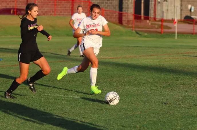 Sofia Mitchell (#51, 9) fights for control of the ball. Photo by Cicada Hoyt.