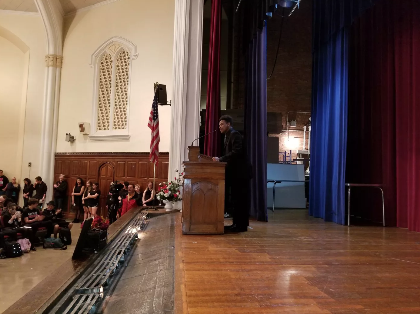 Green delivers his eulogy for the bulldog to a crowd of anticipating students. Photo by Bryce Grant.