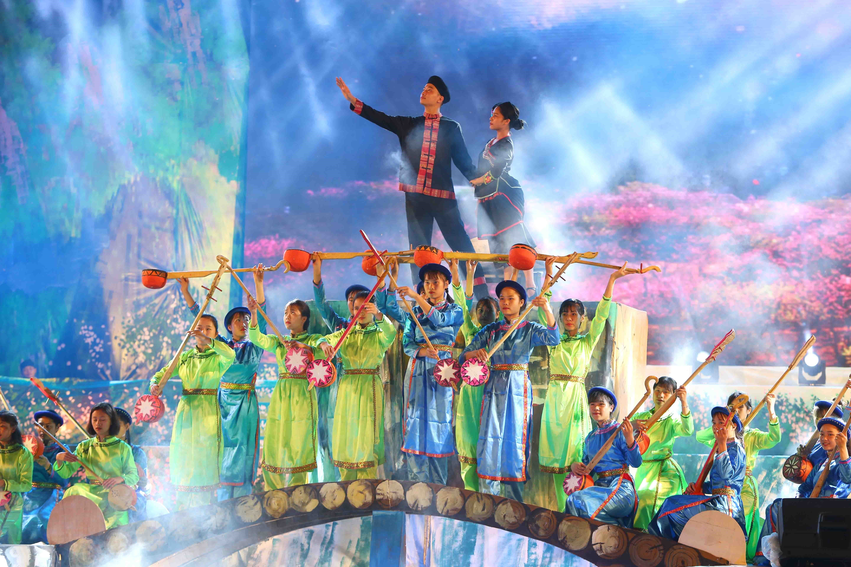 Un numéro artistique de la cérémonie d'ouverture du Festival national du chant