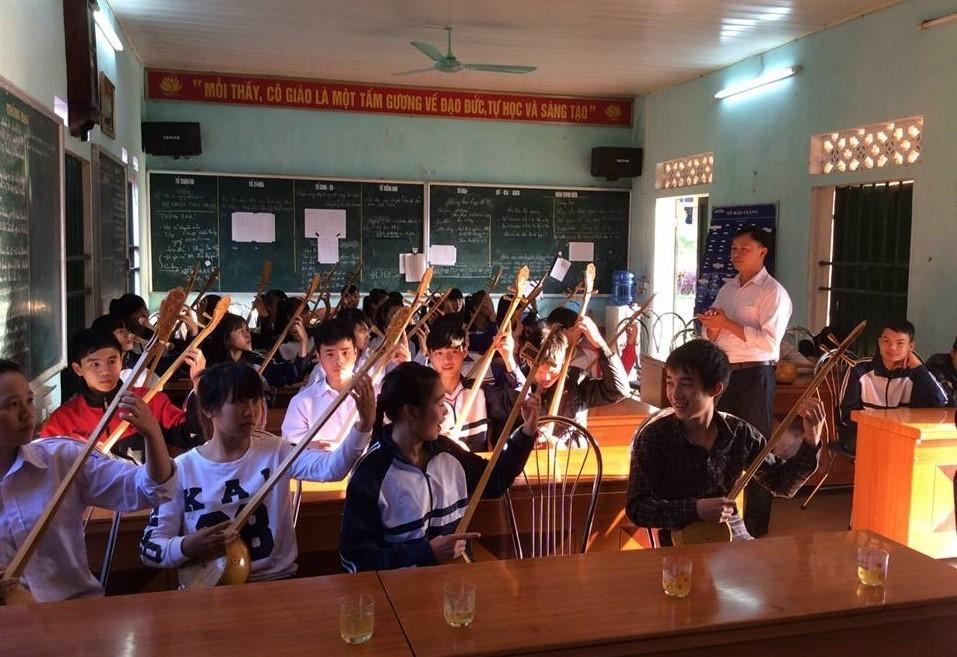 """Un classe du chant """"then"""" au lycée Luong Van Tri, dans la province de Lang Son"""