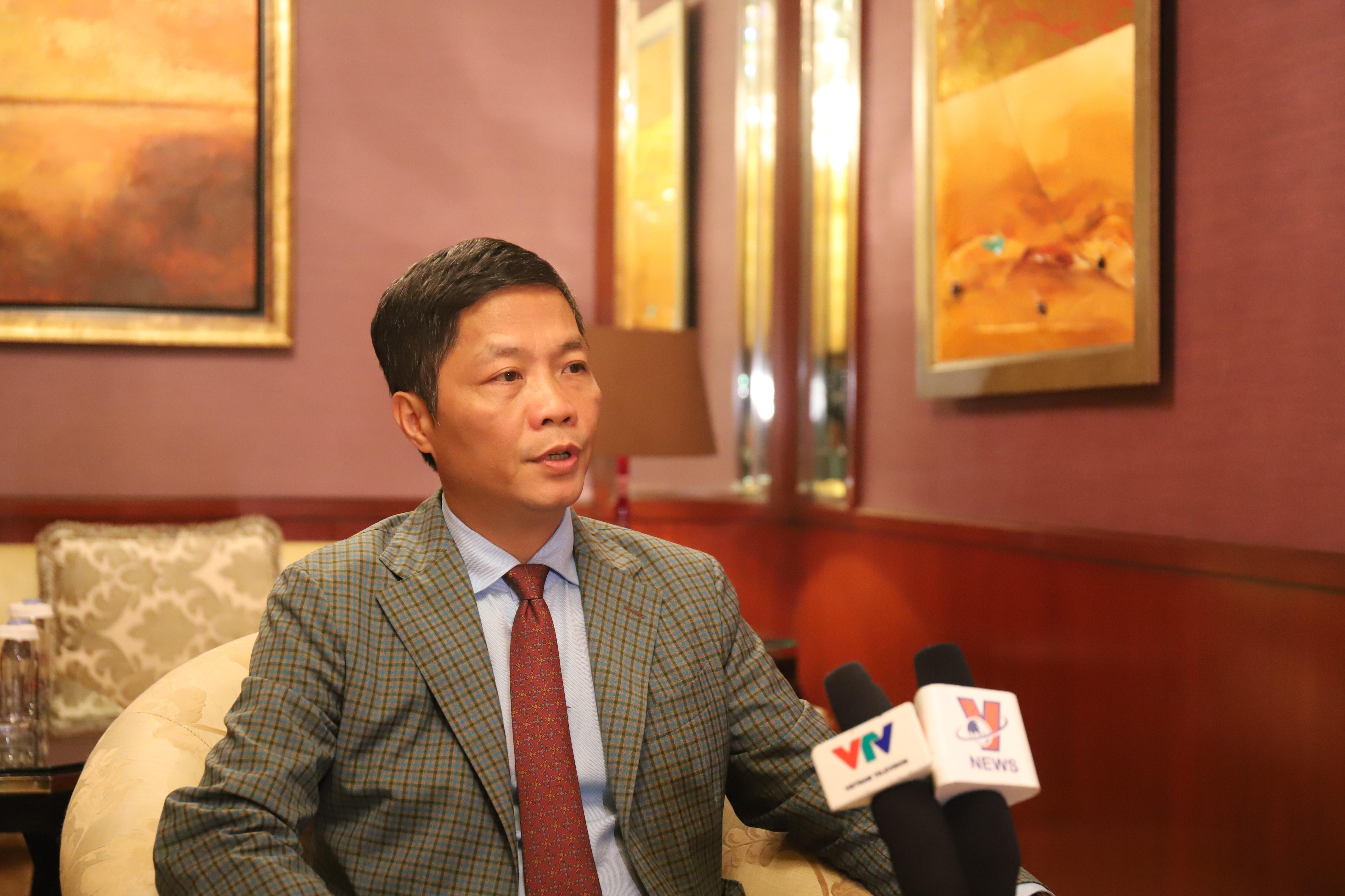 Le ministre de l'Industrie et du Commerce, Trân Tuân Anh, répond aux questions du correspondant de l'Agence vietnamienne d'Information.