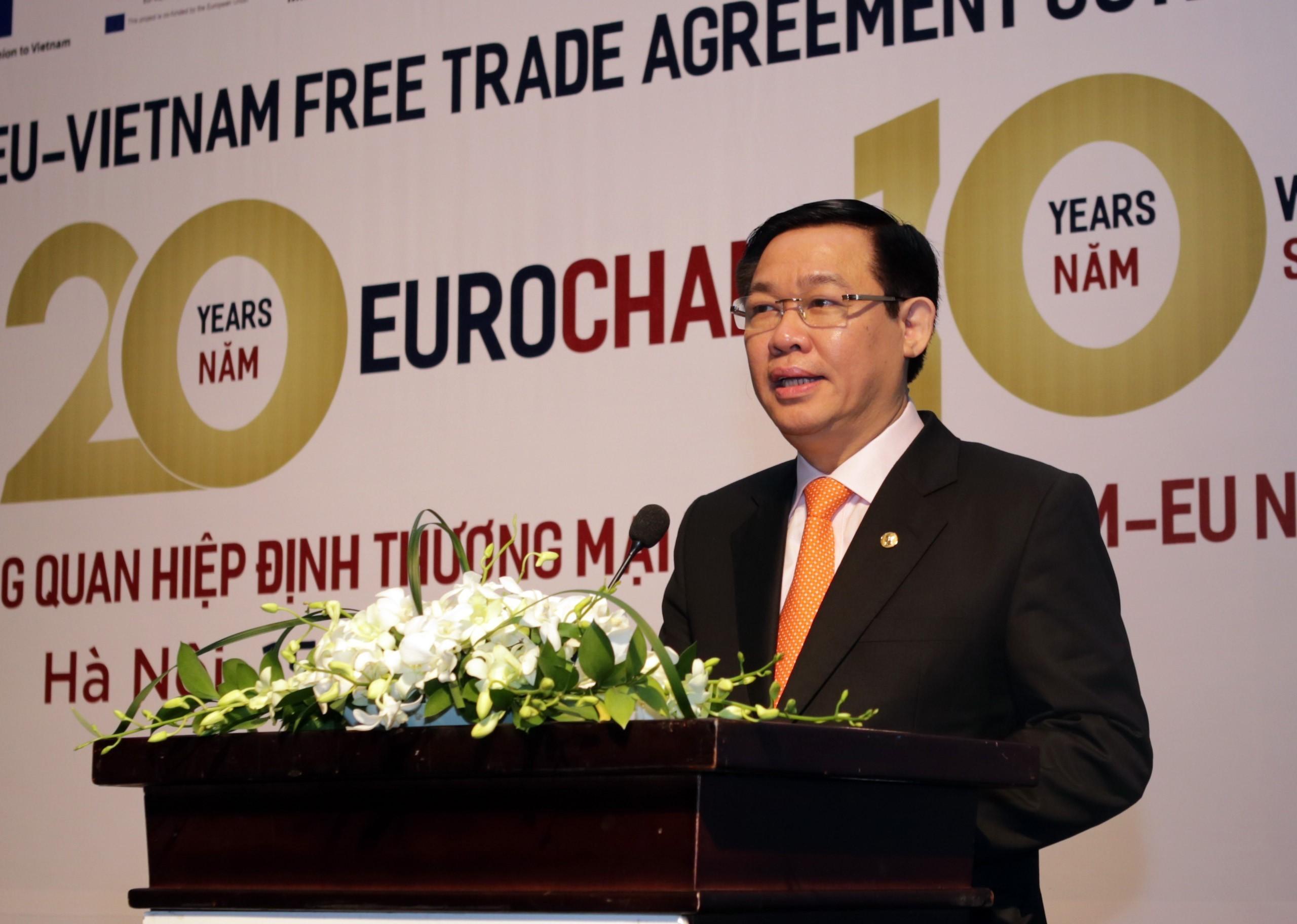 Le vice-Premier ministre Vuong Dinh Hue s'exprime lors de la cérémonie de publication du livre blanc de l'EuroCham, le 15 mars 2018.