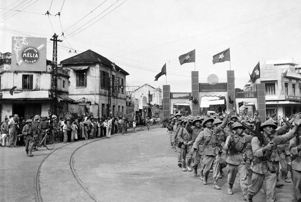 Una unidad de las tropas revolucionarias entró en Hanoi através de Cua Nam, el 10 de octubre de 1954. (Fuente: VNA)