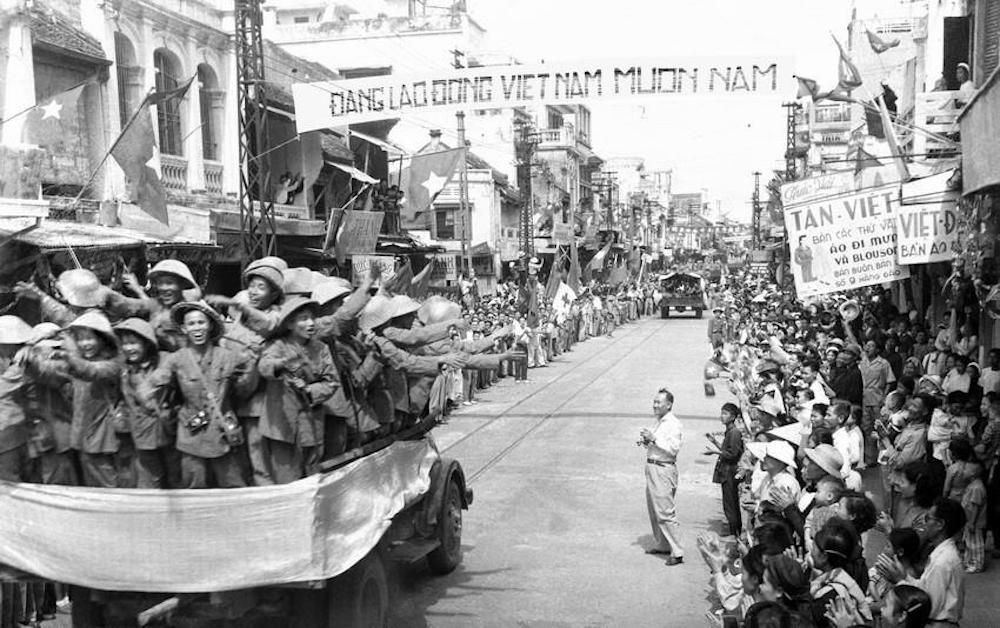La División 308 entró en la calle Hang Dao el 10 de octubre de 1954. (Foto: VNA)