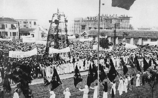 Mặt trận Dân chủ Đông Dương tổ chức mít tinh kỷ niệm Ngày Quốc tế Lao  động 1/5 tại Khu Đấu xảo Hà Nội (nay là Cung Văn hóa Hữu nghị Việt Xô),  tháng 5/1938, trong Cao trào cách mạng đòi dân sinh, dân chủ (1936-1939). Bằng sức mạnh đoàn kết của quần chúng, dưới sự lãnh đạo của Đảng  đã buộc chính quyền thực dân phải nhượng bộ một số yêu sách về dân sinh,  dân chủ; quần chúng được giác ngộ về chính trị và trở thành lực lượng  chính trị hùng hậu của cách mạng; Đảng đã tích lũy được nhiều bài học  kinh nghiệm trong việc xây dựng Mặt trận Dân tộc Thống nhất, kinh nghiệm  tổ chức, lãnh đạo quần chúng đấu tranh công khai, hợp pháp... (Nguồn: Tư  liệu TTXVN)