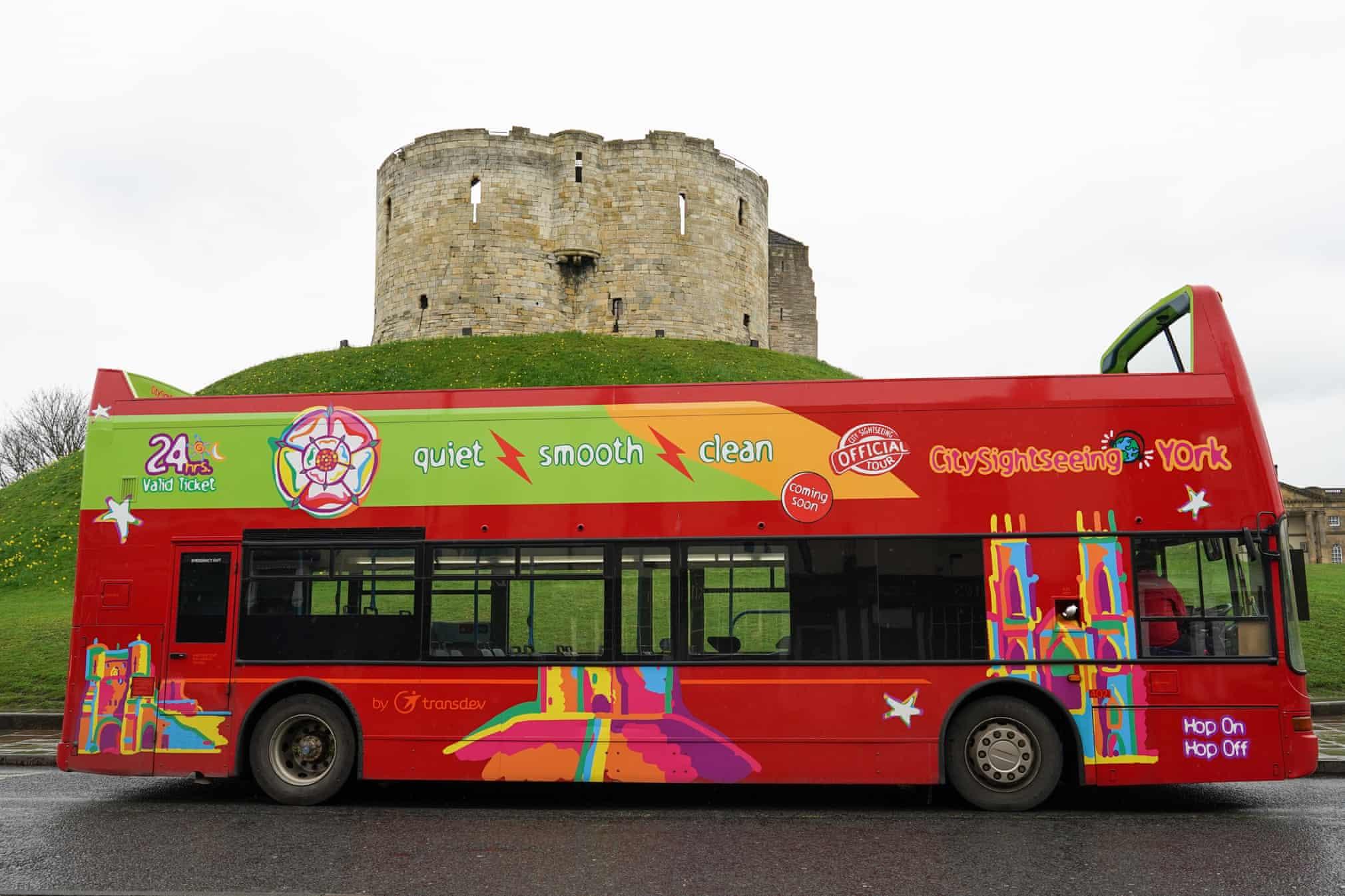 Dịch vụ xe buýt 2 tầng nổi tiếng hoàn toàn vắng khách (Nguồn: Guardian)