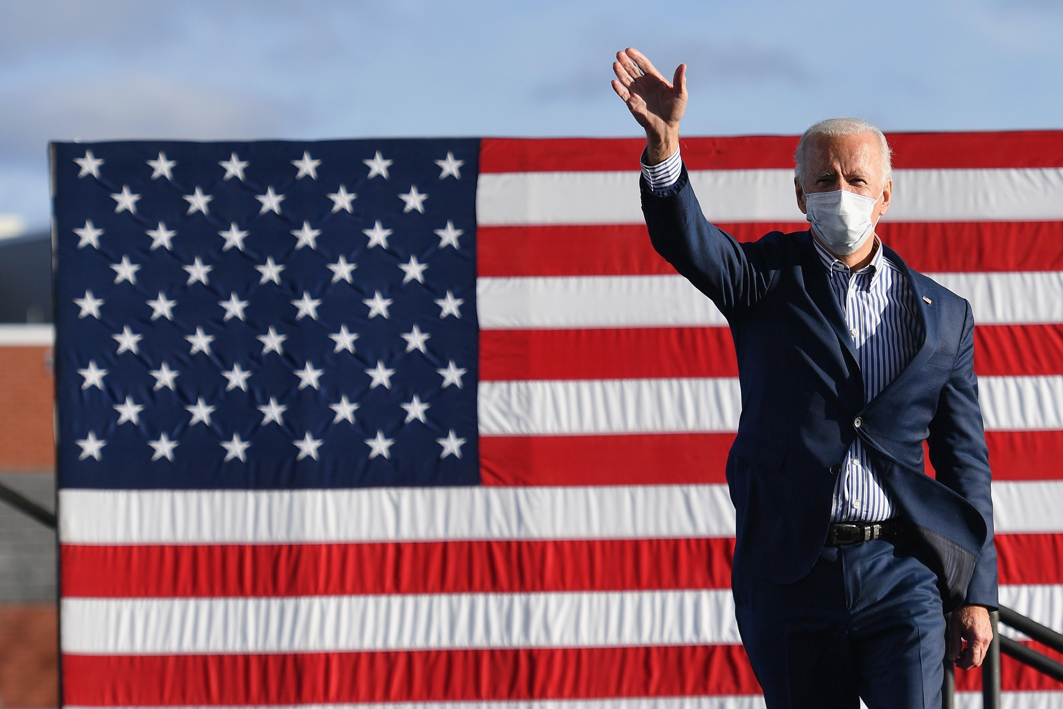 Ứng viên Tổng thống Mỹ của đảng Dân chủ Joe Biden vận động tranh cử tại Dallas, bang Pennsylvania ngày 24/10/2020. (Ảnh: AFP/TTXVN)