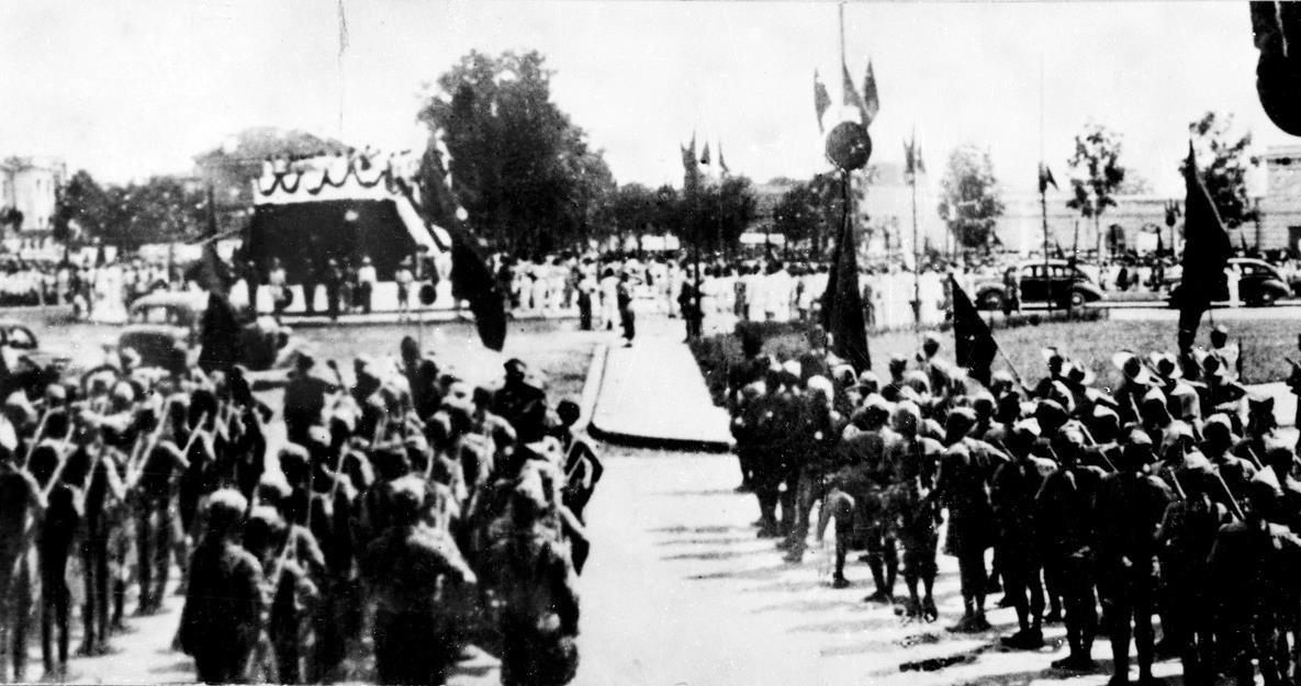 Đông đảo nhân dân tập trung tại Quảng trường Ba Đình nghe Chủ tịch Hồ Chí Minh đọc Tuyên ngôn Độc Lập ngày 2/9/1945. (Ảnh: TTXVN)