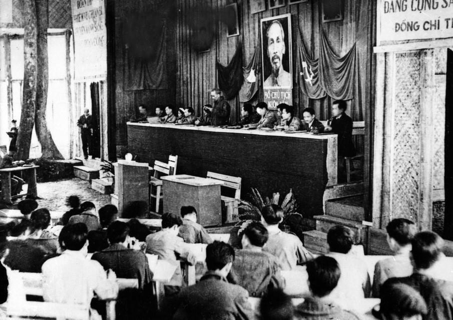 Đại hội Đảng toàn quốc lần thứ II diễn ra từ ngày 11-19/2/1951 tại xã Vinh Quang, huyện Chiêm Hóa, tỉnh Tuyên Quang.(Ảnh: Tư liệu TTXVN)