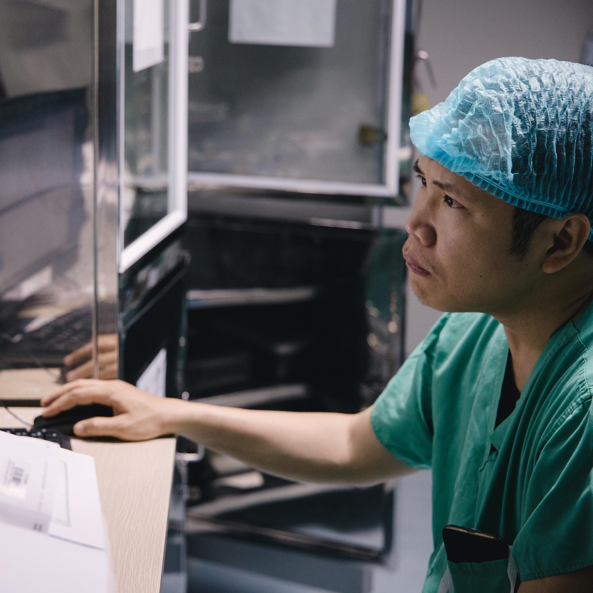 Chân dungTiến sỹ - Bác sỹ Nguyễn Lý Thịnh Trường, Giám đốc Trung tâm Tim mạch trẻ em, Bệnh viện Nhi Trung ương. (Ảnh: Minh Sơn/Vietnam+)