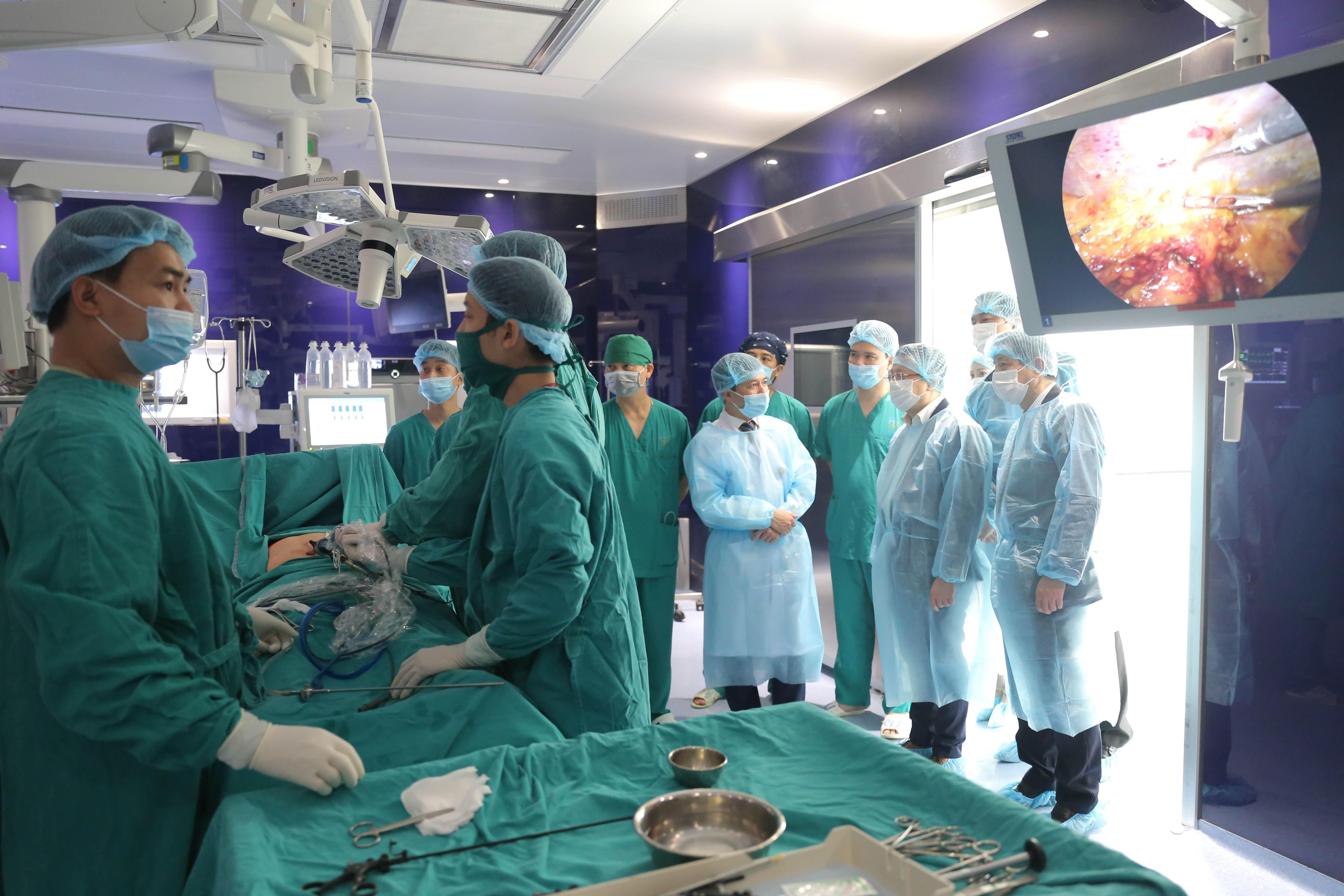 Một ca phẫu thuật tại Trung tâm kỹ thuật cao - Bệnh viện đa khoa Xanh Pôn (Hà Nội). Ảnh: (Hoàng Hiếu/TTXVN)