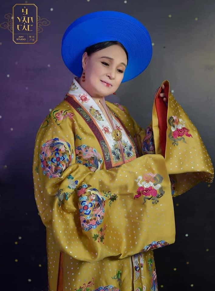 Nghệ sỹ nhân dân Hoàng Cúc hoá thân vào một vai diễn. (Ảnh nhân vật cung cấp)
